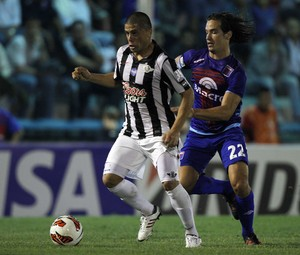 Lucas Orban e Jorge Moreira, libertad x tigre (Foto: Reuters)