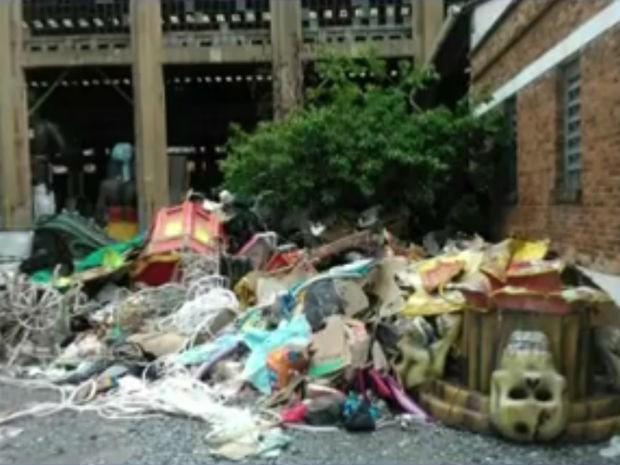 Material encontrado no Complexo Fepasa, em Jundiaí (Foto: Reprodução/TV TEM)