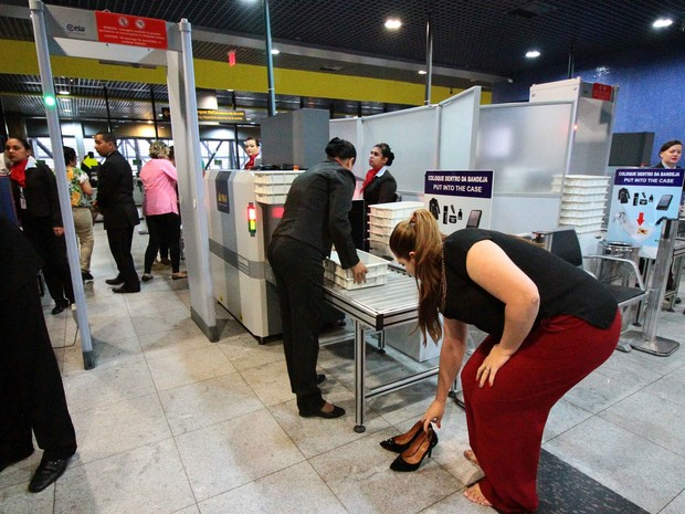 Novas medidas de segurança no Aeroporto Internacional do Recife (Foto: Marlon Costa Lisboa/Pernambuco Press)
