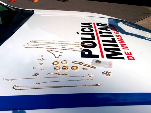 286b83a7b81 Dois são presos suspeitos de roubar joalheria em shopping de BH. Produtos  levados foram recuperados