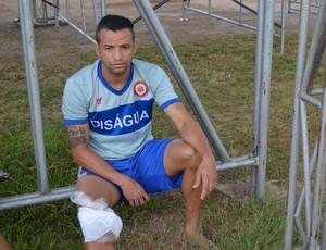 Atacante Salatiel Santos não particiou do treinamento físico do Vilhena (Foto: Dennis Weber)
