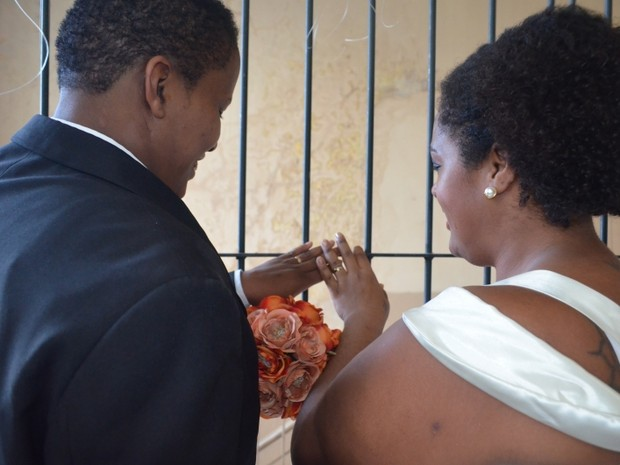 Detentas se apaixonaram no presídio e celebraram casamento (Foto: Neiva Motta/GovRS)
