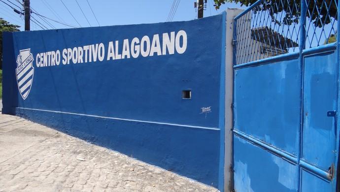 CSA, pichações apagadas  (Foto: Leonardo Freire/GloboEsporte.com)