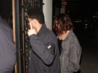 Com Selena Gomez, The Weeknd faz gesto obsceno para paparazzo