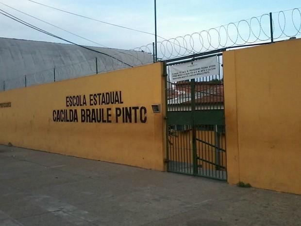 Portões de escola foram fechados ao fim de pleito (Foto: Ive Rylo/G1 AM)