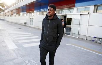Umtiti sofre lesão muscular e só deve voltar ao Barcelona contra Real Madrid