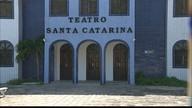 Teatro de Cabedelo continua fechado depois de 3 anos por causa de reforma inacabada