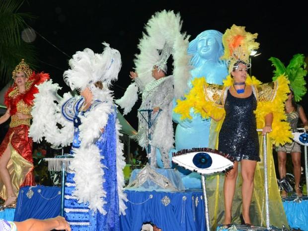 """Marquês de Sapucaí levantou o público na passarela do samba com o enredo """"Aos olhos da noite... a noite... na noite"""" (Foto: Renê Márcio Carneiro/Prefeitura de Corumbá)"""