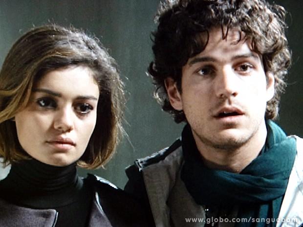 O casal descobre que Simone voltou para o Brasil (Foto: Sangue Bom / TV Globo)