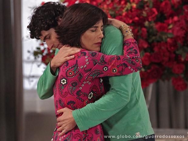 Roberta e Nando têm uma conversa emocionante (Foto: Guerra dos Sexos / TV Globo)