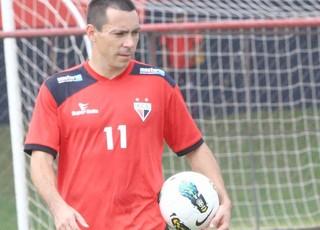 Felipe, atacante do Atlético-GO (Foto: Mantovani Fernandes/O Popular)