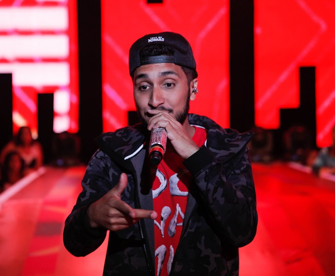 Rashid no palco do Esquenta!, mostrando seu rap para o Brasil (Foto: João Pedro Januário/TV Globo)