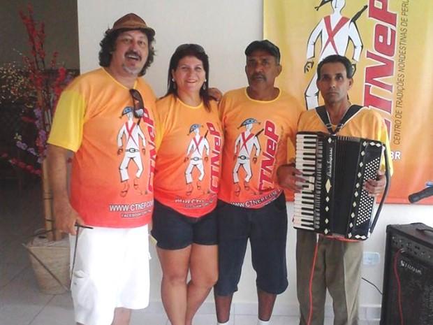 Sérgio da Silva (à esquerda) fundou Centro Nordestino em Peruíbe (Foto: Reprodução/ Facebook)