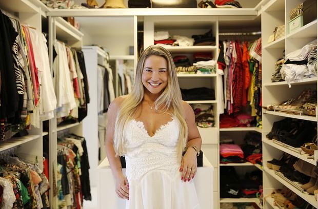6cf373b480fd9 Ana De Biase abre sua casa triplex de 900 m² na Barra de Tijuca, no Closet  ...