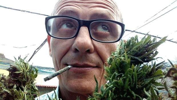 THC Procê diz que fuma maconha há 20 anos e confessa enviar sementes para seguidores (Foto: Reprodução/Facebook)