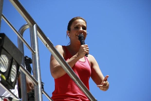 Ivete Sangalo no trio em Salvador (Foto: André Muzell / AgNews)