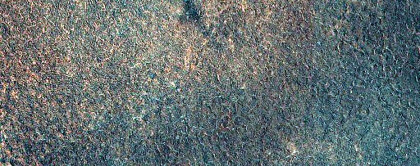 Terreno glacial que parece estranhamente iridescente  (Foto: NASA/JPL/University of Arizona)