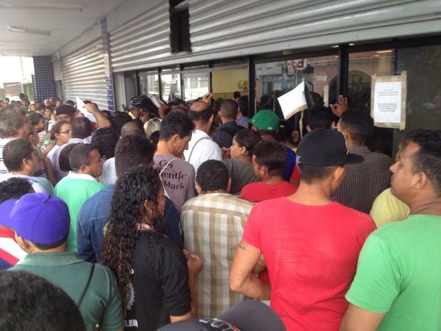 Confusão no último dia de recadastramento biométrico no Piauí (Foto: Gilcilene Araújo/G1)