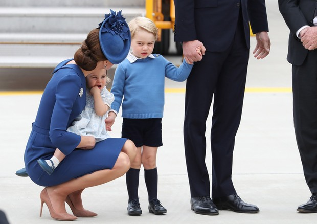 George leva bronca de Kate Middleton no meio da pista do aeroporto (Foto: Getty Images)
