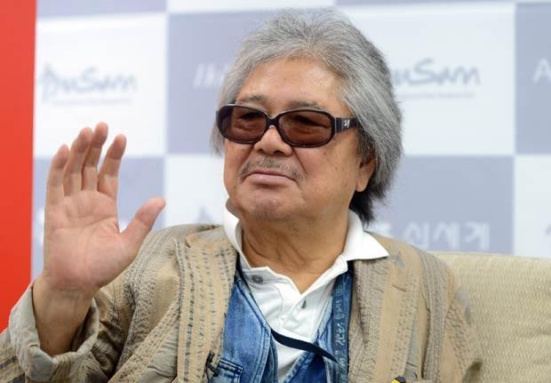 O diretor japonês Koji Wakamatsu em 6 de outubro de 2012 no festival de cinema de Busan, na Coreia do Sul (Foto: AFP)