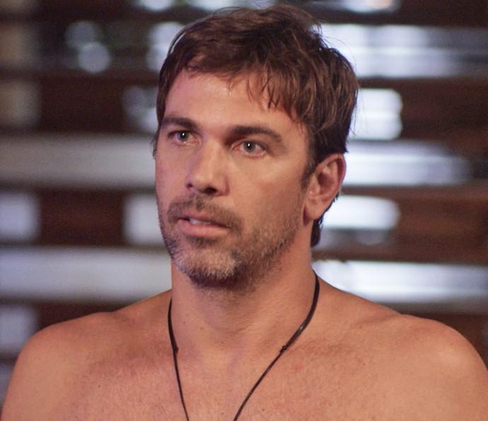 Ele acha que a loira adorou sua nova tatuagem! (Foto: TV Globo)