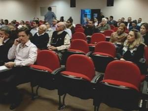 Reunião em Santa Casa reuniu diversos representantes (Foto: Reprodução/ TV TEM)