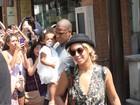 Beyoncé e Jay-Z são assediados ao aparecerem com a filha no Canadá