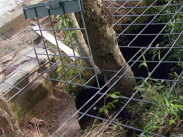 Acesso a gruta em São tomé das Letras foi bloqueado. (Foto: Reprodução EPTV)