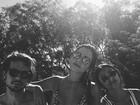 Giovanna Lancellotti mostra cintura fininha em foto de biquíni