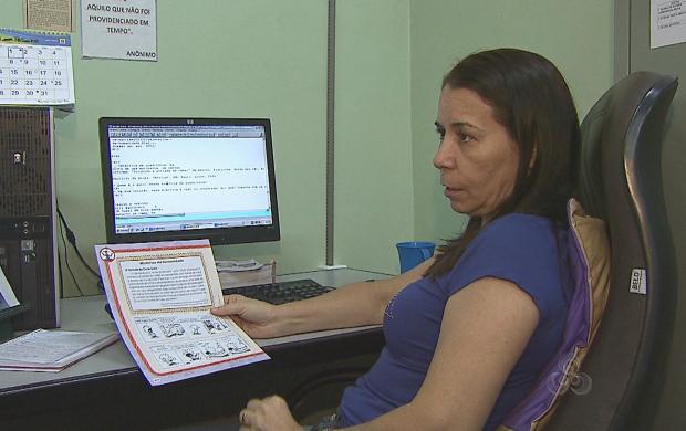 Livros didáticos são transcritos para o Braille, no Acre (Foto: Reprodução TV Acre)
