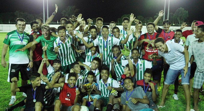 Moto Club festeja título do Campeonato Maranhense sub-15 (Foto: Paulo de Tarso Jr. / Divulgação)