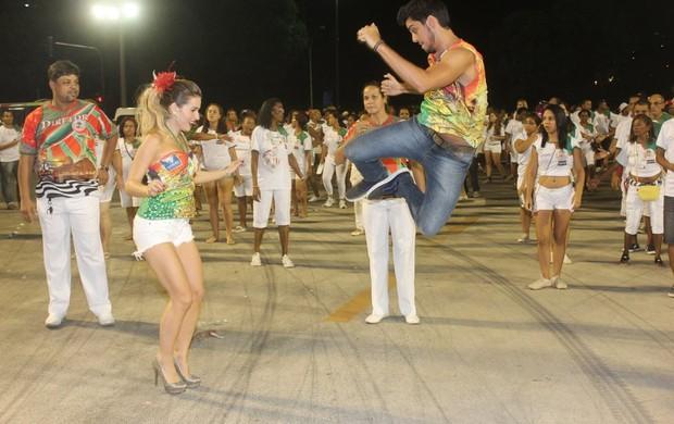 Monique Alfradique e Rodrigo Simas na Sapucaí (Foto: Rodrigo dos Anjos / Agnews)