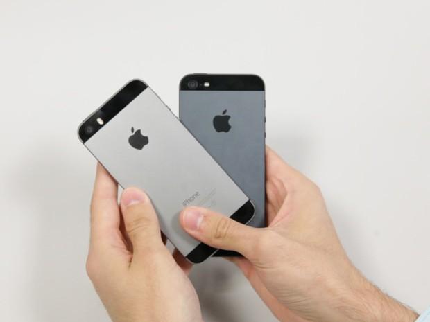 Quase irmãos: iPhone 5 e 5S parece idênticos ao olhar do usuário (Foto: G1)