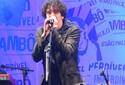 Sambô anima público com clássicos do rock em ritmo de samba