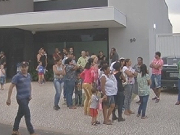 Velório dos rapazes está sendo realizado em Vera Cruz (Foto: Reprodução/TV TEM)