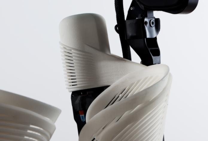 Detalhe do exoesqueleto 3D. (Foto:Reprodução/CNET)