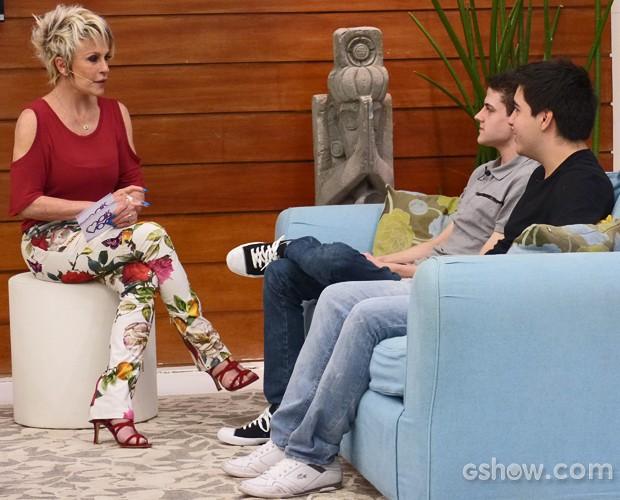Ana Maria conversa com jogadores de games (Foto: Mais Você / TV Globo)
