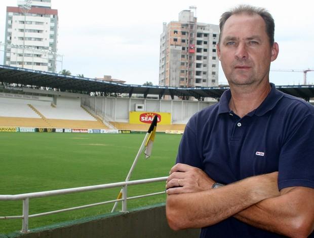 Wilsão, técnico da base do Criciúma (Foto: Fernando Ribeiro, divulgação / Criciúma EC)