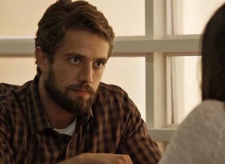 Renato pede nova chance a Clara