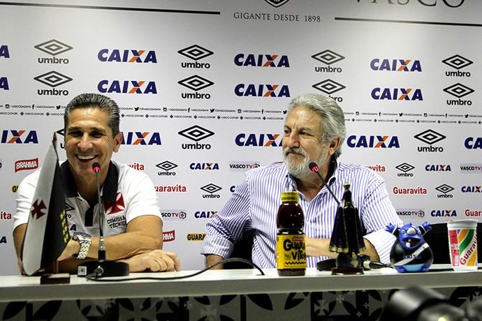 Jorginho e José Luiz Moreira apresentação (Foto: Paulo Fernandes/Vasco.com.br)