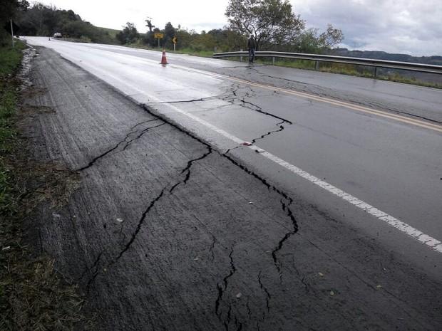 Chuva danifica estradas no Norte do Rio Grande do Sul nesta sexta-feira (27) (Foto: Polícia Rodoviária Federal/Divulgação)