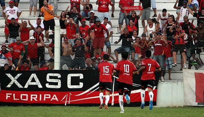 Com gol de Ricardo Schneider, Brasil-Pel superou o Lajeadense na Arena Alviazul (Foto: Carlos Insaurriaga/Divulgação)