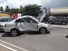 Colisão entre dois carros deixa trânsito lento no bairro de Jaraguá
