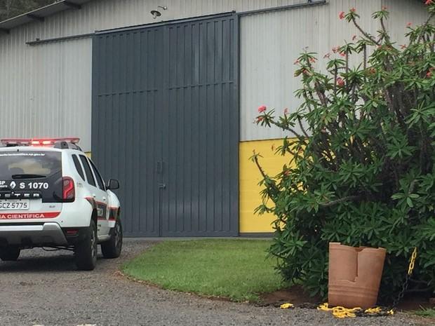 Crime aconteceu em fábrica de ração para animais em Rancharia (Foto: Bruna Bachega/TV Fronteira)