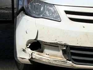 Carro arrastou Maristela  (Foto: Reprodução/RBS TV)