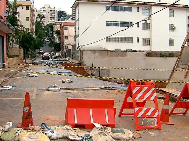 Prefeitura descarta risco de desabamento em rua do bairro Cruzeiro, em BH (Foto: Reprodução/TV Globo)