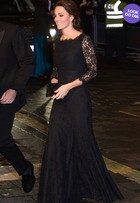 Look do dia: com vestido rendado, Kate Middleton exibe barriga discreta