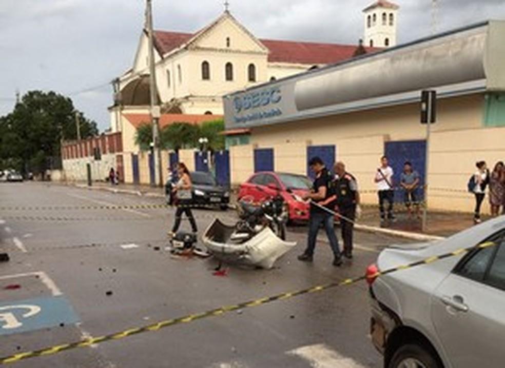 Acidente ocorreu na tarde desta segunda-feira (13) no Centro de Rio Branco (Foto: Divulgação/Corpo de Bombeiros)