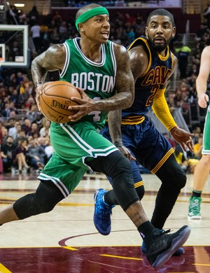 Kyrie Irving e Isaiah Thomas Cleveland Cavaliers x Boston Celtics NBA basquete (Foto: Getty Images)