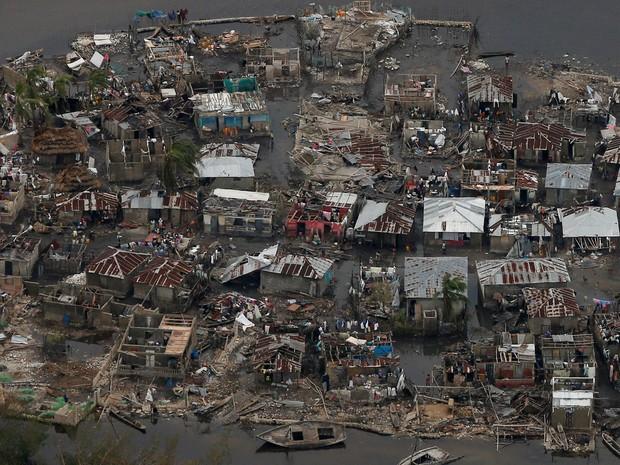 Destruição causada pelo furacão Matthew no Haiti (Foto: Carlos Garcia Rawlins/Reuters)